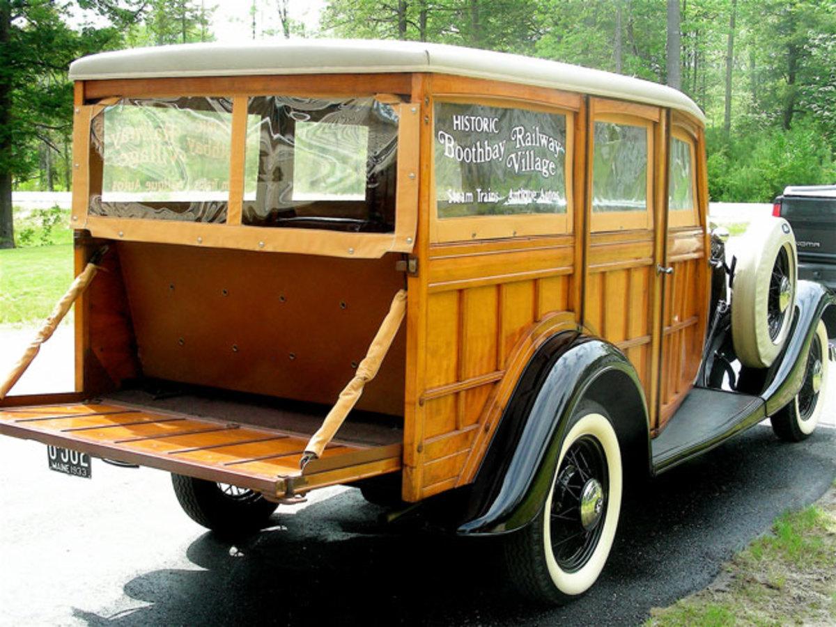 1933-Ford-Woodie-rear1