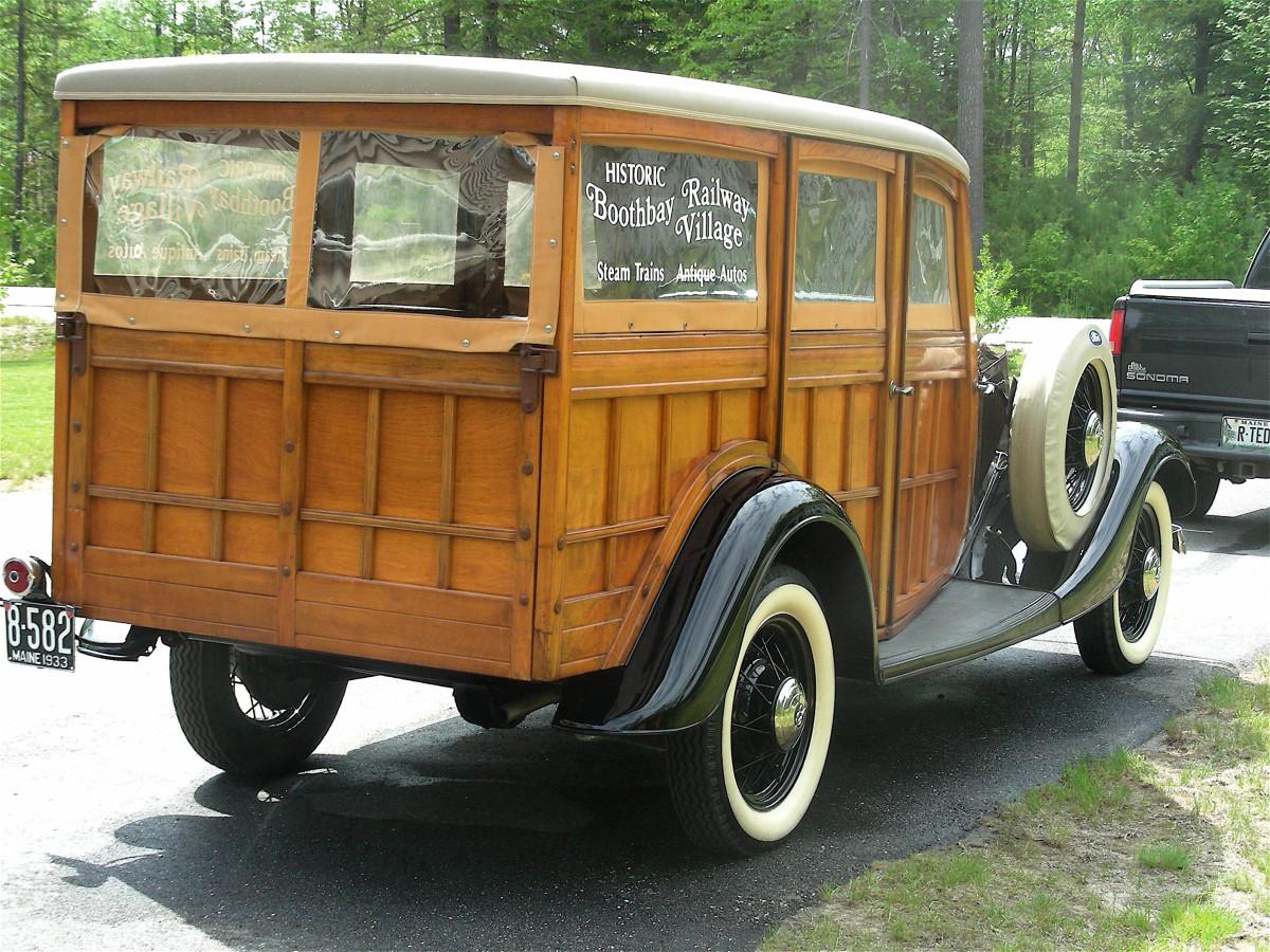 1933 Ford Woodie-rear2