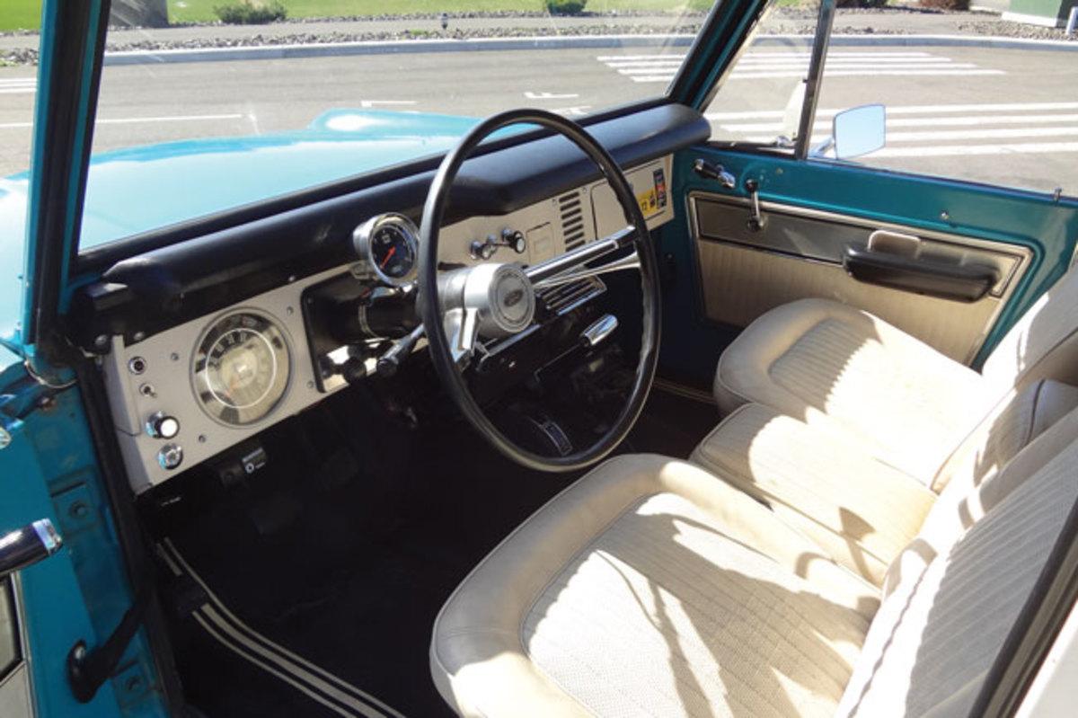 1970-Bronco-interior2