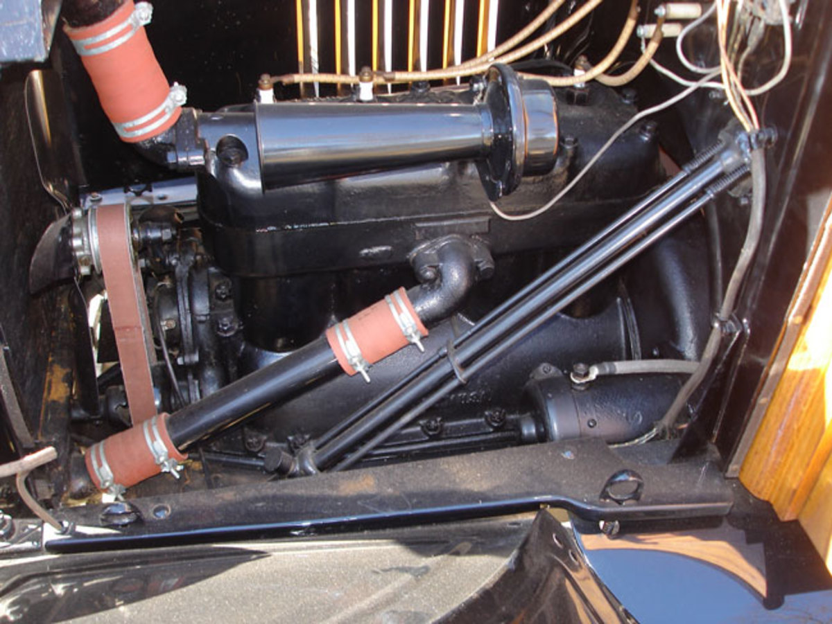1923-Model-T-engine-4