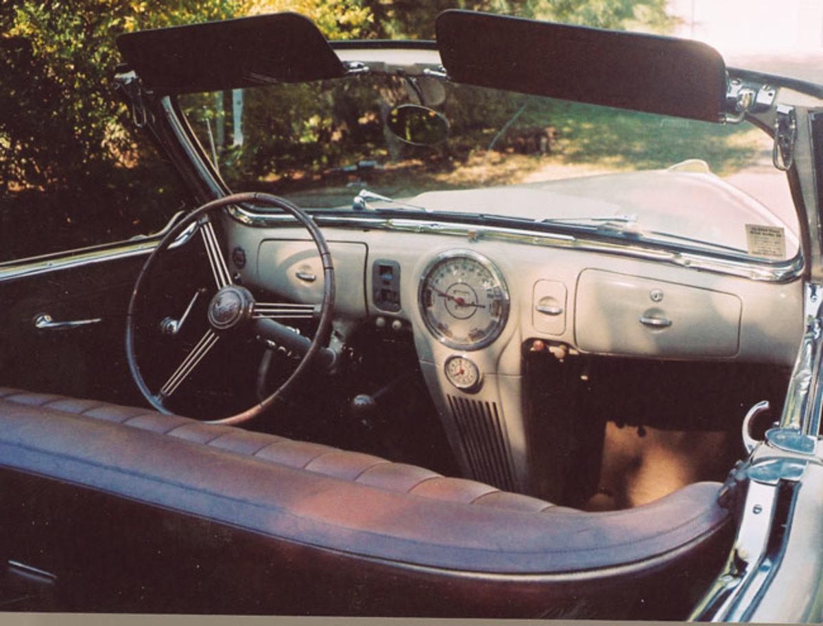 1939-Lincoln-Zephyr-interior