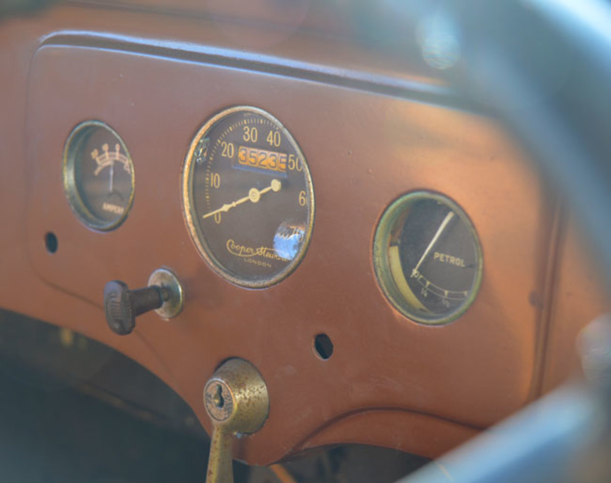 1932-Ford-Model-Y-10
