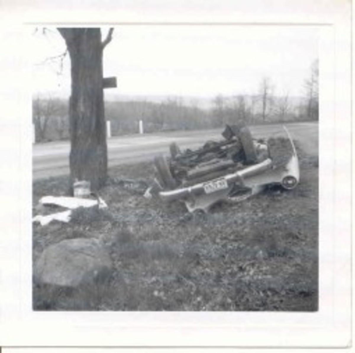 Red & White Darrin 1963 wreck, pic 1.jpg