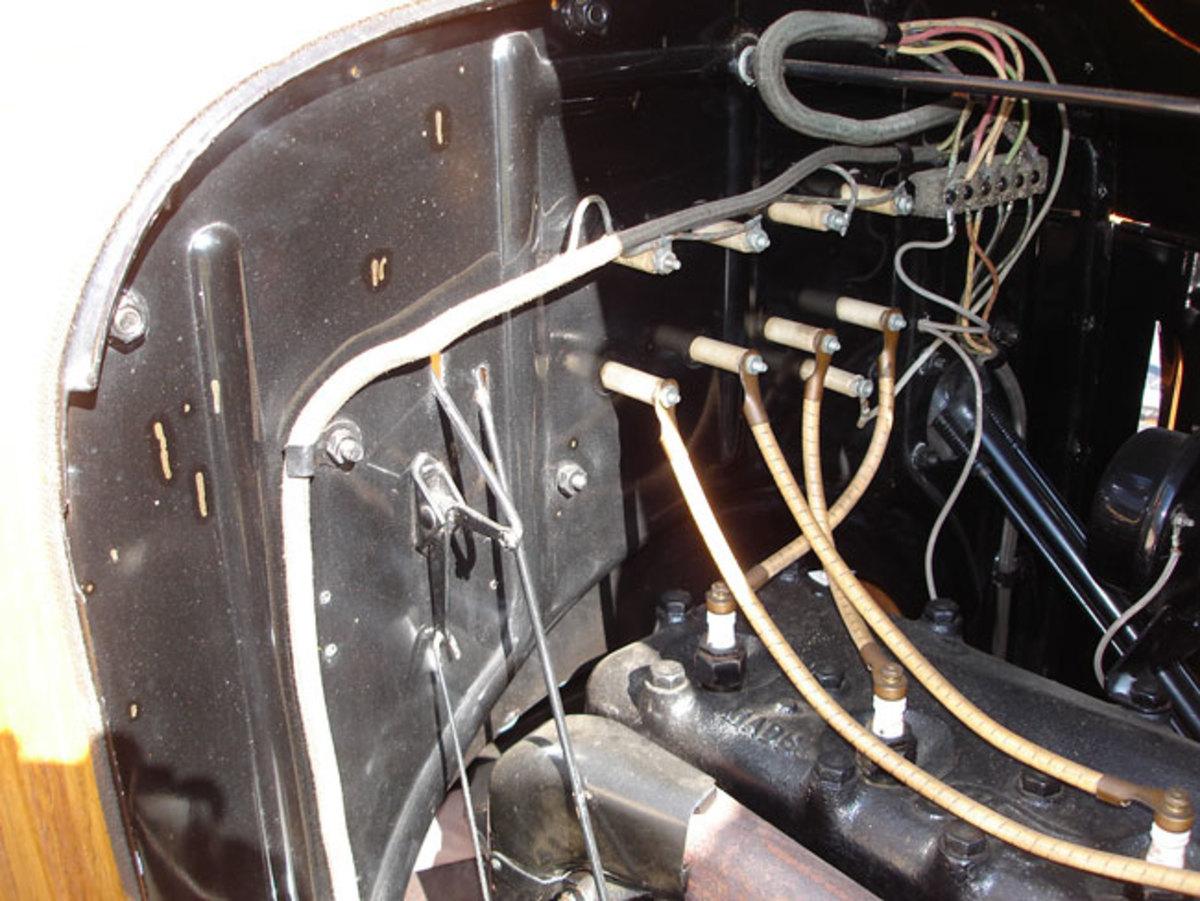 1923-Model-T-engine-3