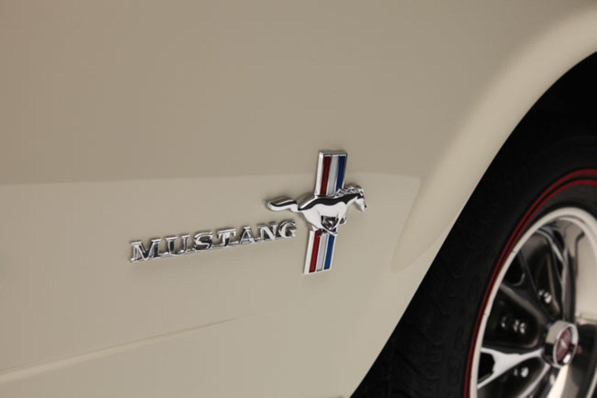 1966-Mustang-badge