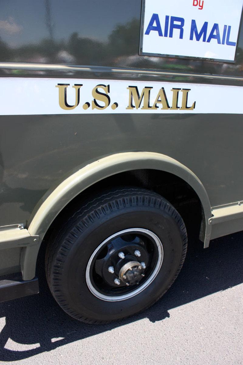 1951-mail-truck-10