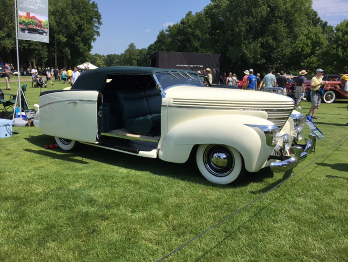 The Founder's Trophy for Best in Show-American - 1938 Graham 97