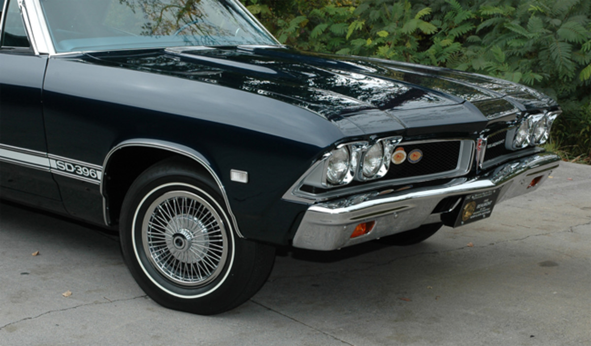 The grille is separated by a center divider with a Pontiac of Canada crest mounted to it. The trim was also unique to the brand, featuring maple leafs in the Pontiac-like emblem, special lettering, mild hood blisters and tail lamps that were special to the brand. These parts are extremely hard to come by today.