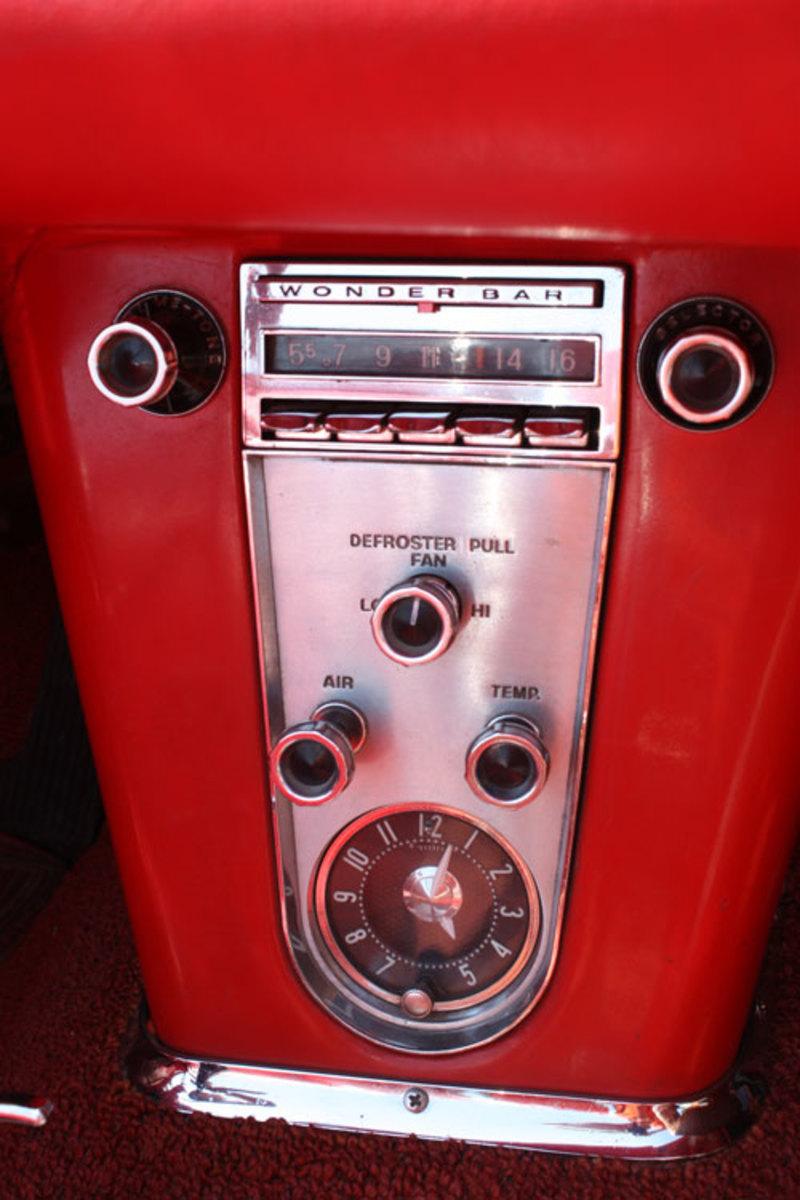 1960-Corvette-radio