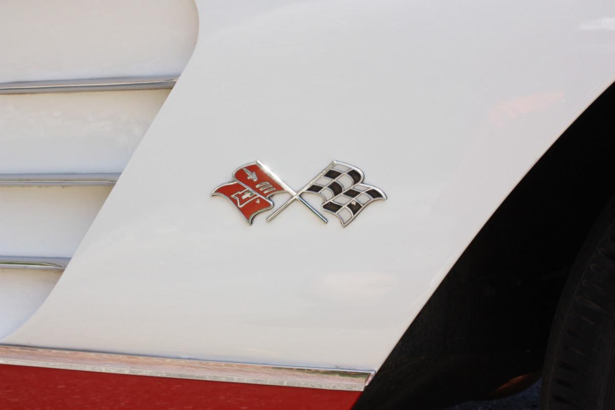 1960 Corvette-flags