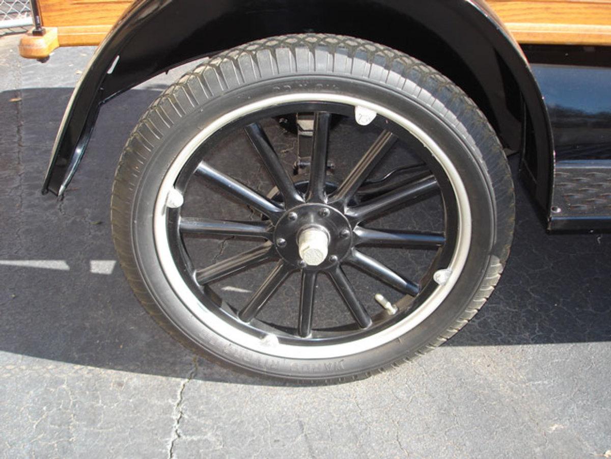 1923-Model-T-wheel