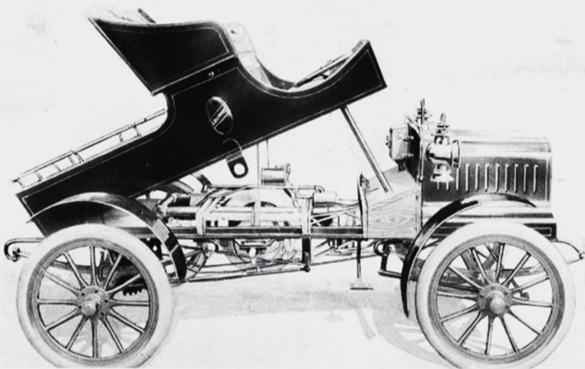 The 1907 Luverne had a two-cylinder engine mounted beneath the body.