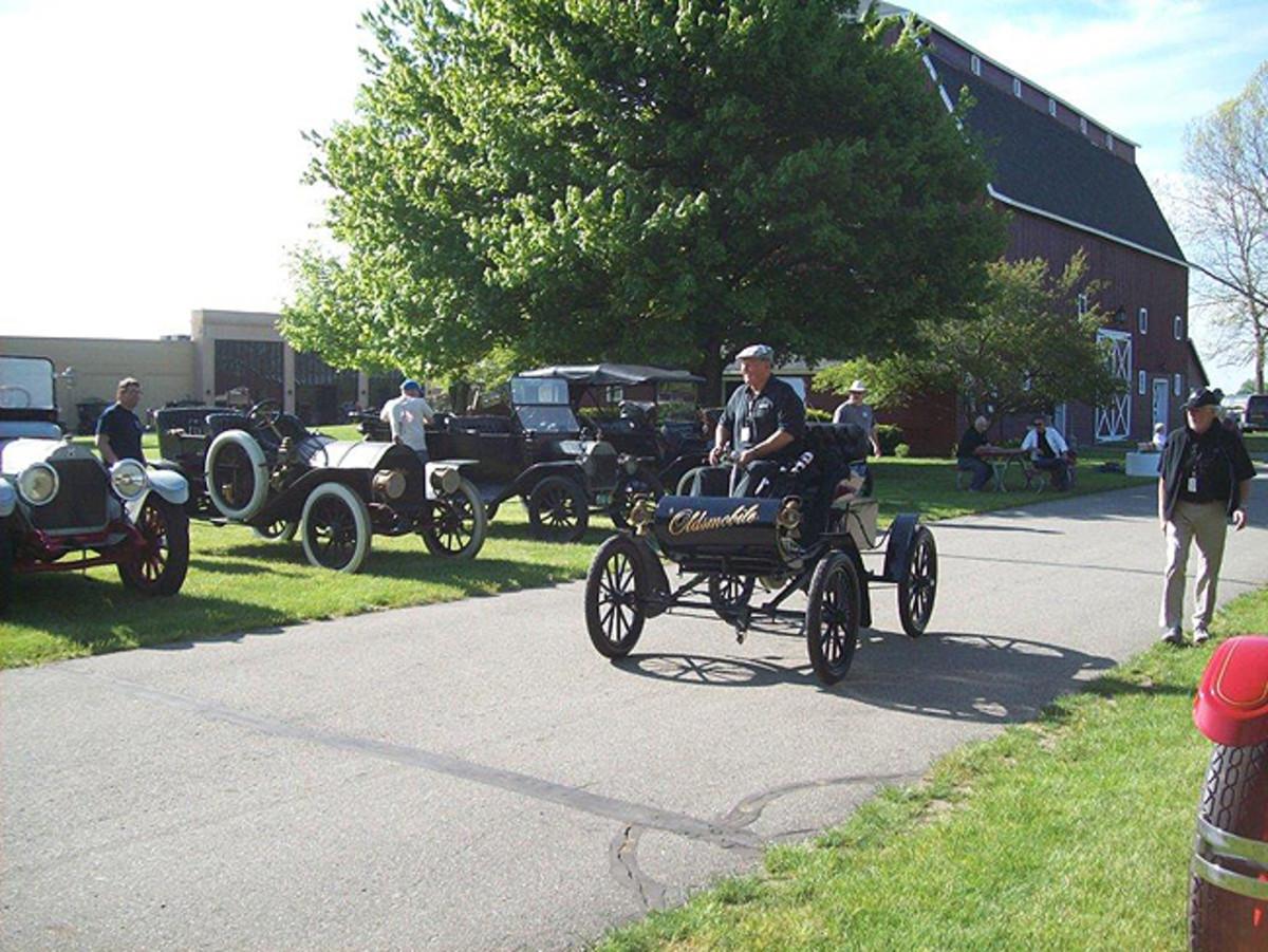 1902 Oldsmobile. Photo - Gilmore Car Museum
