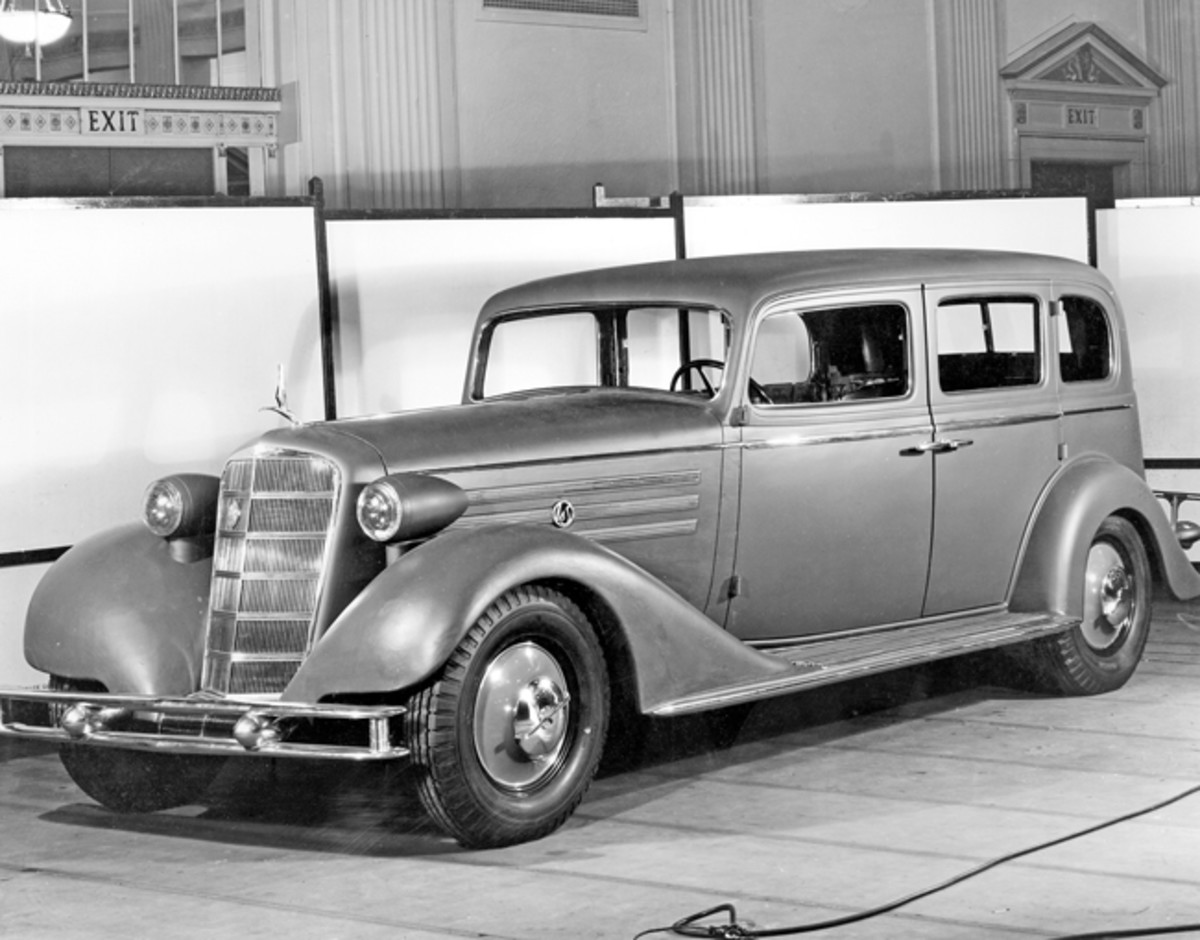 The original design for the 1934 LaSalle (prior to the planned cancellation) was much like the 1933 version, but with a wide grille angled back, headlamps mounted on pylons atop the fenders and fenders flowing back into the running boards as in 1933. The biplane bumpers were carried forward for production, but in the end, very few styling elements from 1933 were kept. Shown here is an early 1934 prototype based upon the 1933 model. (GM Media Archive)
