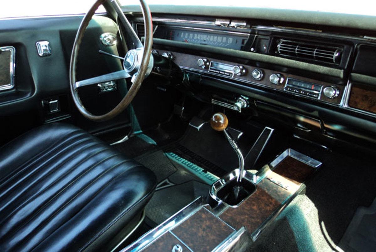 1968-Grand-Prix-interior-2