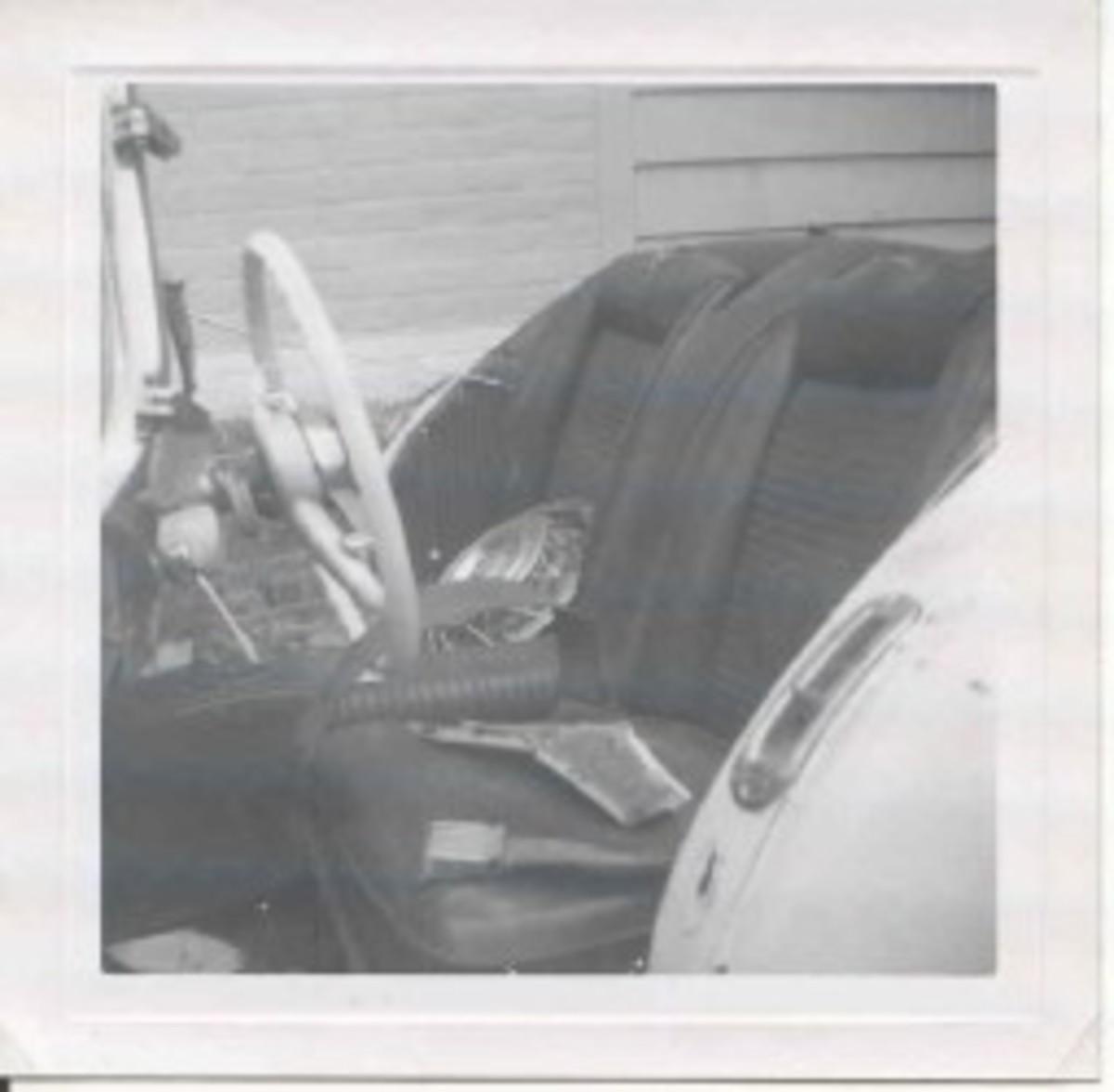 Red & White Darrin 1963 wreck, pic 7.jpg