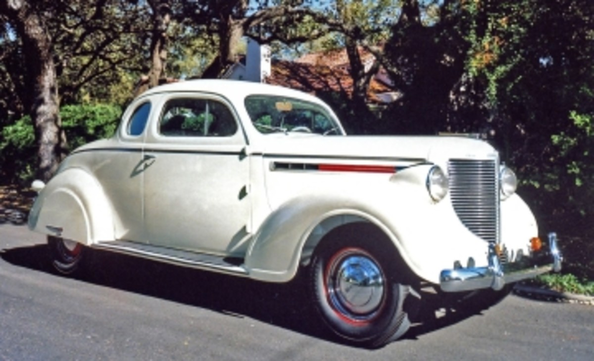 1938 Chrys 15-38 at Morris home.jpg