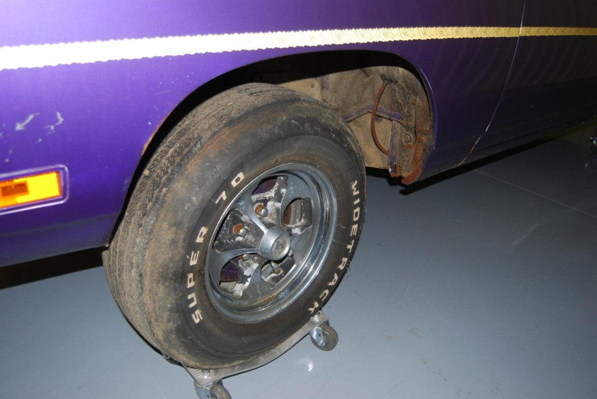 """When Larry Fechter of www.IolaOldCarShow.com unearthed this untouched """"barn find"""" Road Runner it had Keystone mags mounted."""