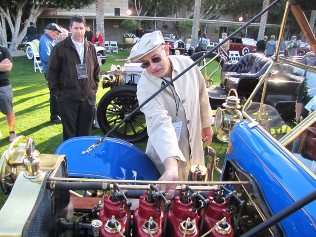 Alan Travis of Phoenix demonstrates his 1905 Mitchell, the oldest car at the Arizona Concours. (Bob Golfen photo)