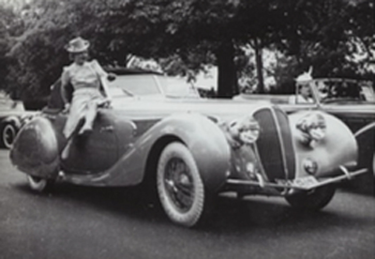 """Estimate:1,2-1,6M€/1,3-1,7M$ This remarkable Delahaye cabriolet, chassis number 60173, was bodied by Figoni&Falaschi.ItwasorderedbythePuertoRicanoilmagnateFelix Benitez-Rexach, for his wife Lucienne, better known by her stage name """" la Môme Moineau """". On delivery, the car took part in the concours d'élégance de L'Auto in the Bois de Boulogne on 9 June 1939 and won 3rd in class for « convertible 2-door cars with a removable hood, 11 bhp and over. """".The car also starred in the 1950 film by Réné Clément Le Château de verre, starring Jean Marais and Michèle Morgan. Following a top-level restoration, this stunning Delahaye took part in the most recent concours at Pebble Beach. Much admired by jury and spectators, the car was awarded third in class for a pre-war Delahaye and also won the prestigious French Cup."""