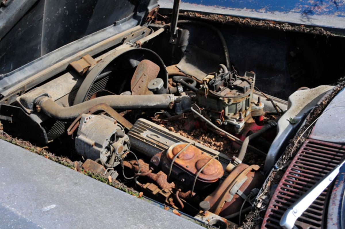 1967-Corvette-Roadster-Yard-Find035
