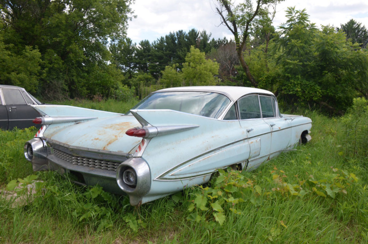 1959 Cadillac Fleetwood Sixty Special wears evidence it came from Texas. It had some rust-through below the back window, but was still a good buy at $5500.