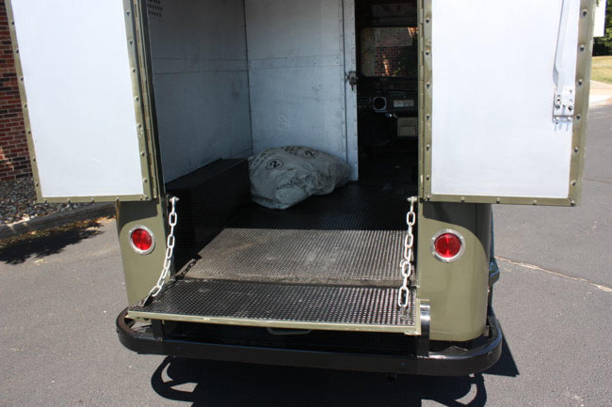 1951-mail-truck-12