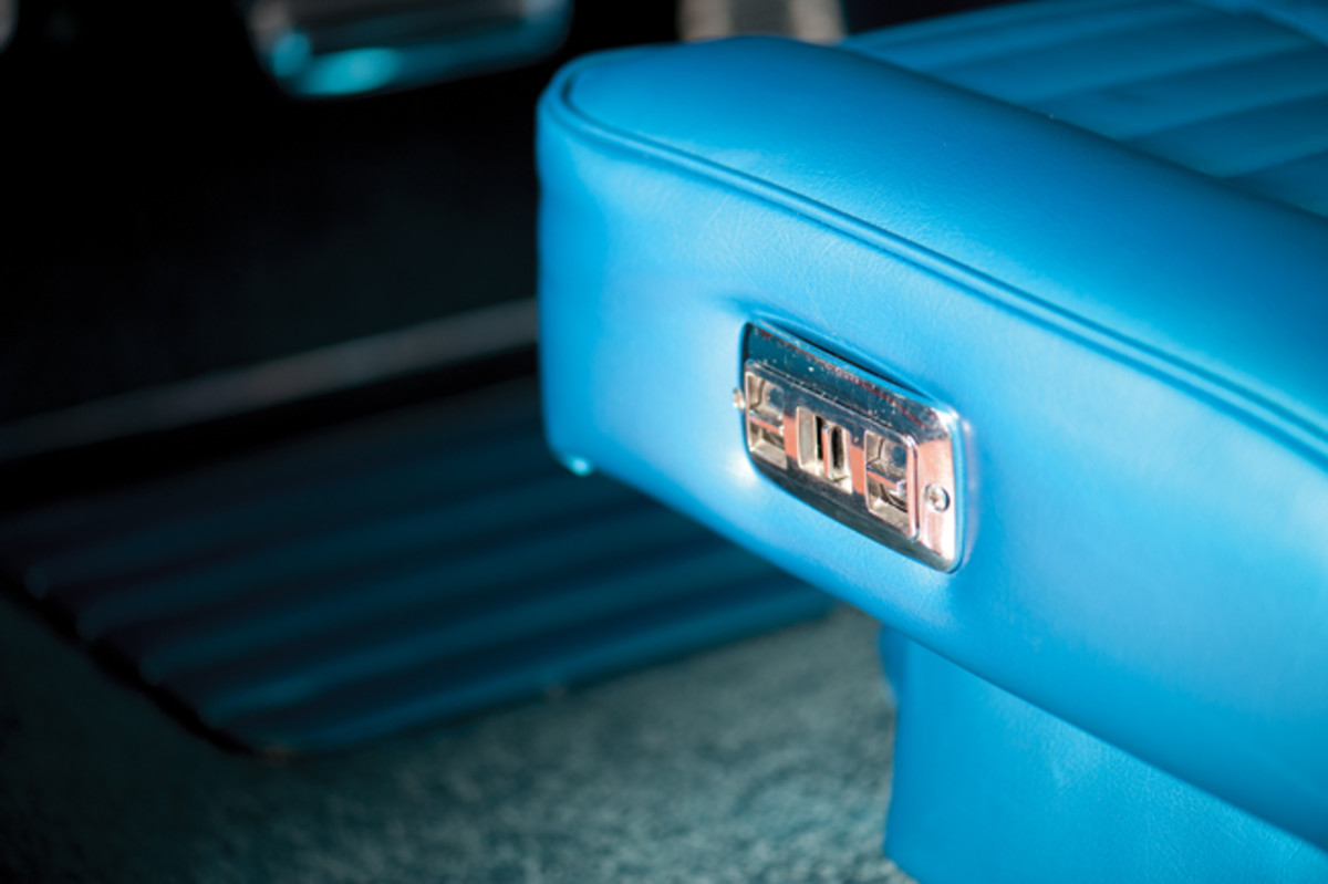 The controls of the power swiveling bucket seats are located on the side.