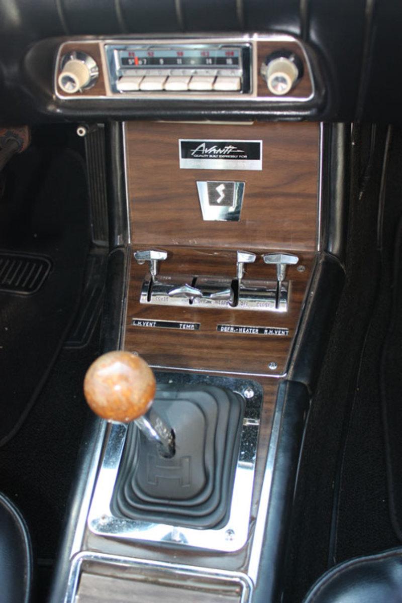 1963-Avanti-console