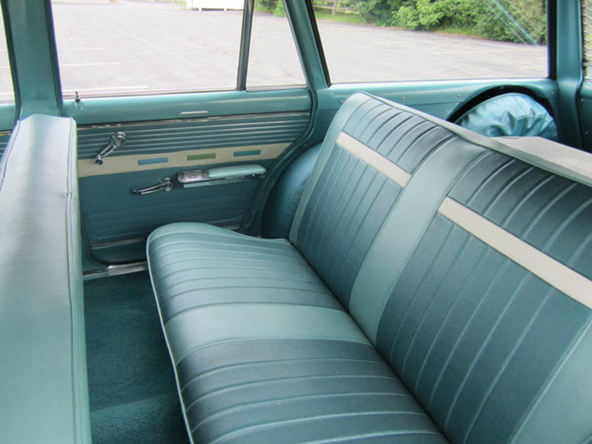 1962-Nova-backseat