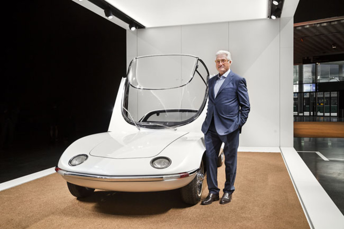 """Grand Basel: Giorgetto Giugiaro, """"Car Designer of the Century"""" shows the Bertone Corvair Testudo, which he designed at the age of 24 years. © Grand Basel /diephotodesigner.de"""