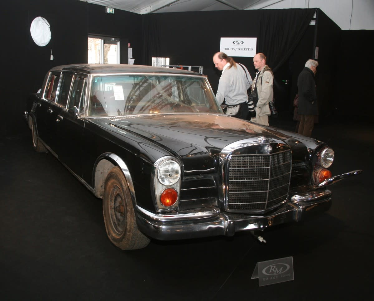 This one-of-26 Mercedes-Benz 600 Pullman-bodied landualet sold for an astonishing $763,500 with commission.