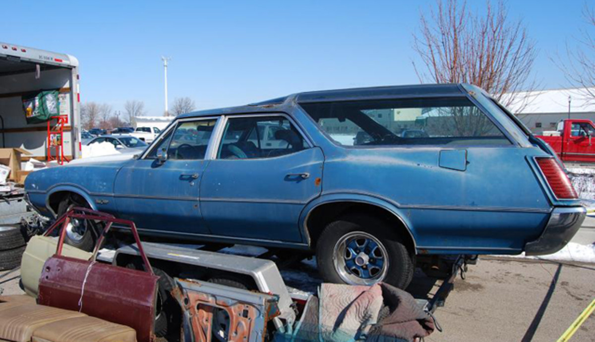 This Olds Vista Cruiser wagon was for sales at the B-O-P-C Swap last year.