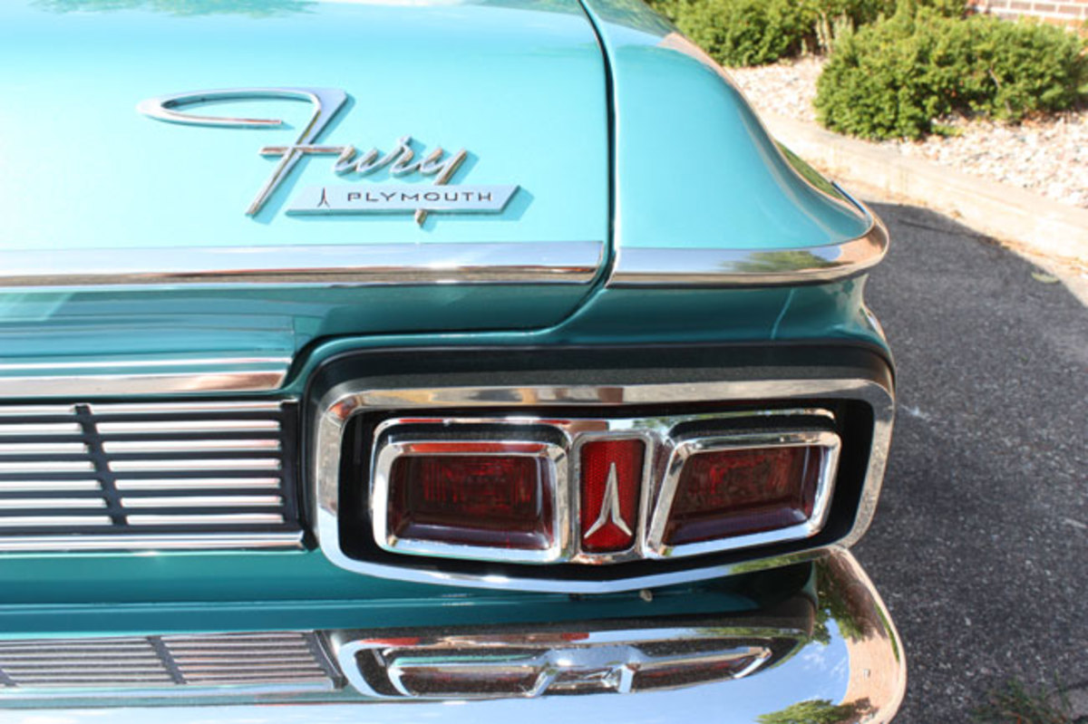 1964-Plymouth-Fury-taillight
