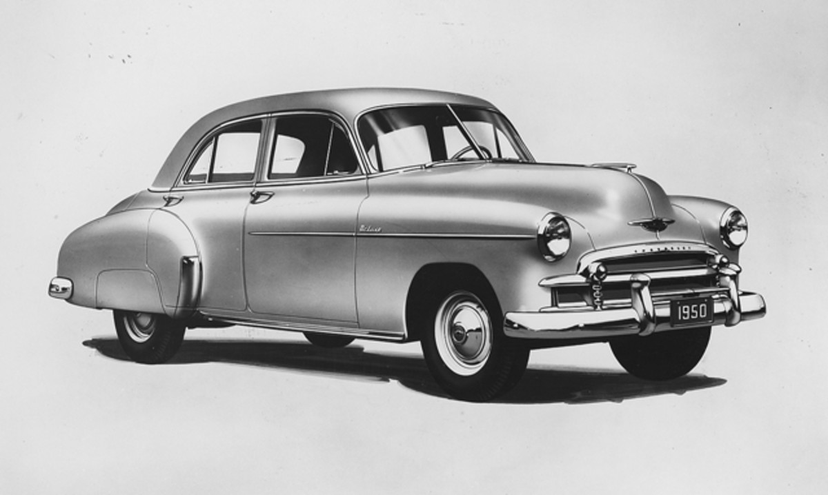 As shown by this Styleline DeLuxe Sport Sedan, the Chevrolet grille lost teeth for 1950.