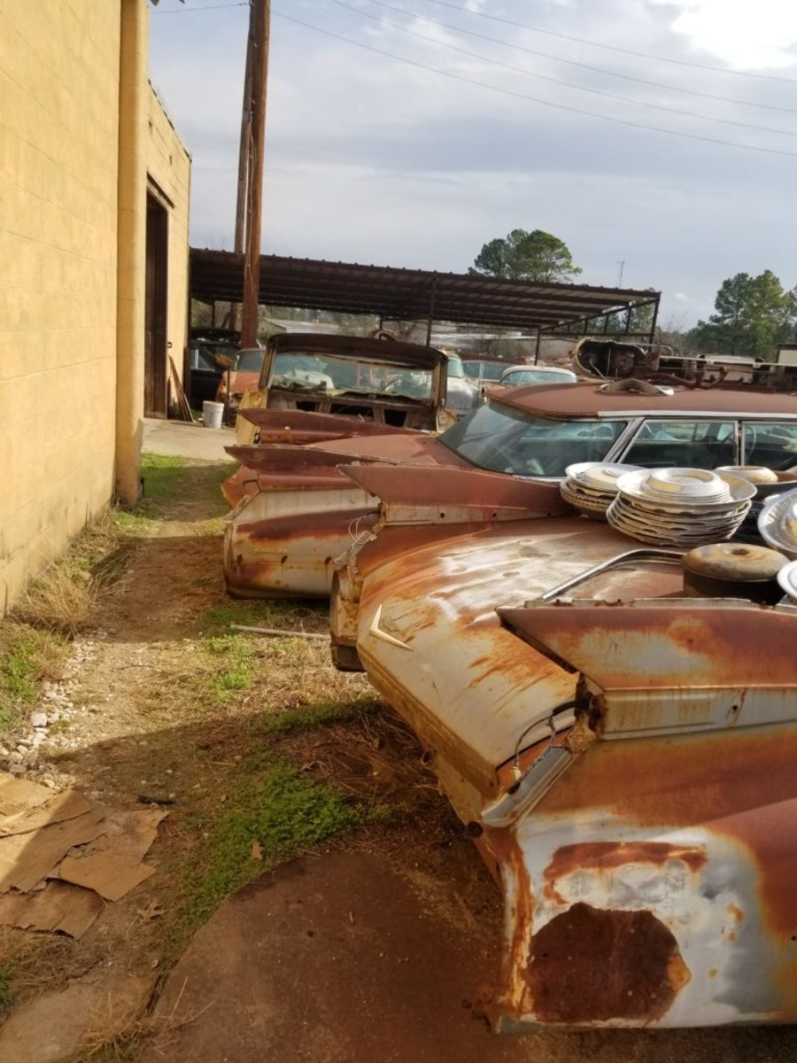 Some of the 50 1959 Cadillacs still have their fins, but some of the 1959s do not. This is a sample of the lucky ones.