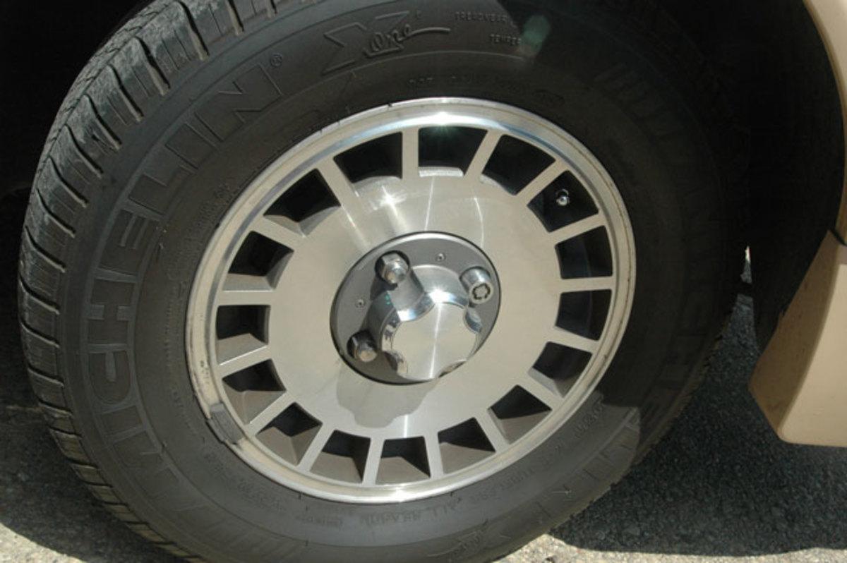 1984-Mustang-wheel
