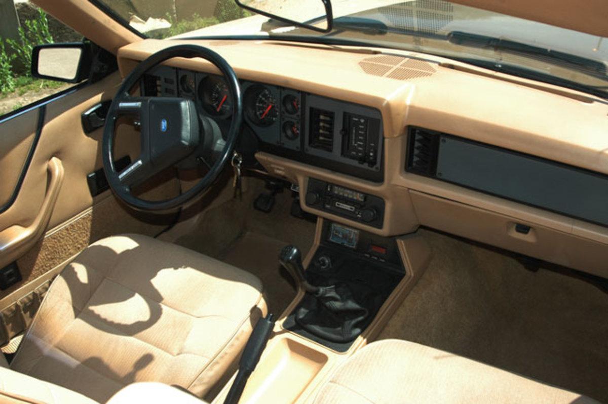 1984-Mustang-interior