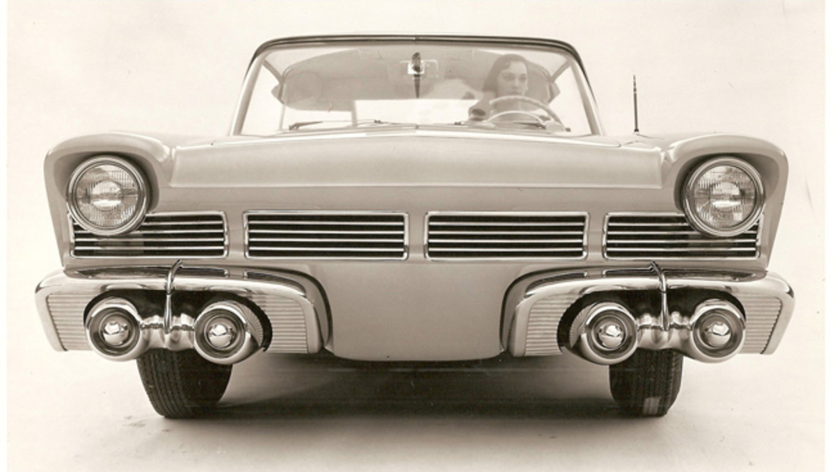 Ghia built the slats in the grille to be horizontal (above), but Ford's model incorporated vertical grille slats.