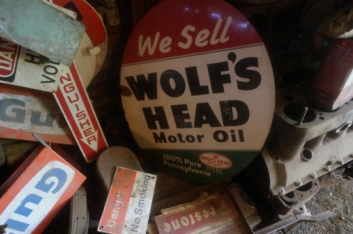 Morris Wolfs Head sign
