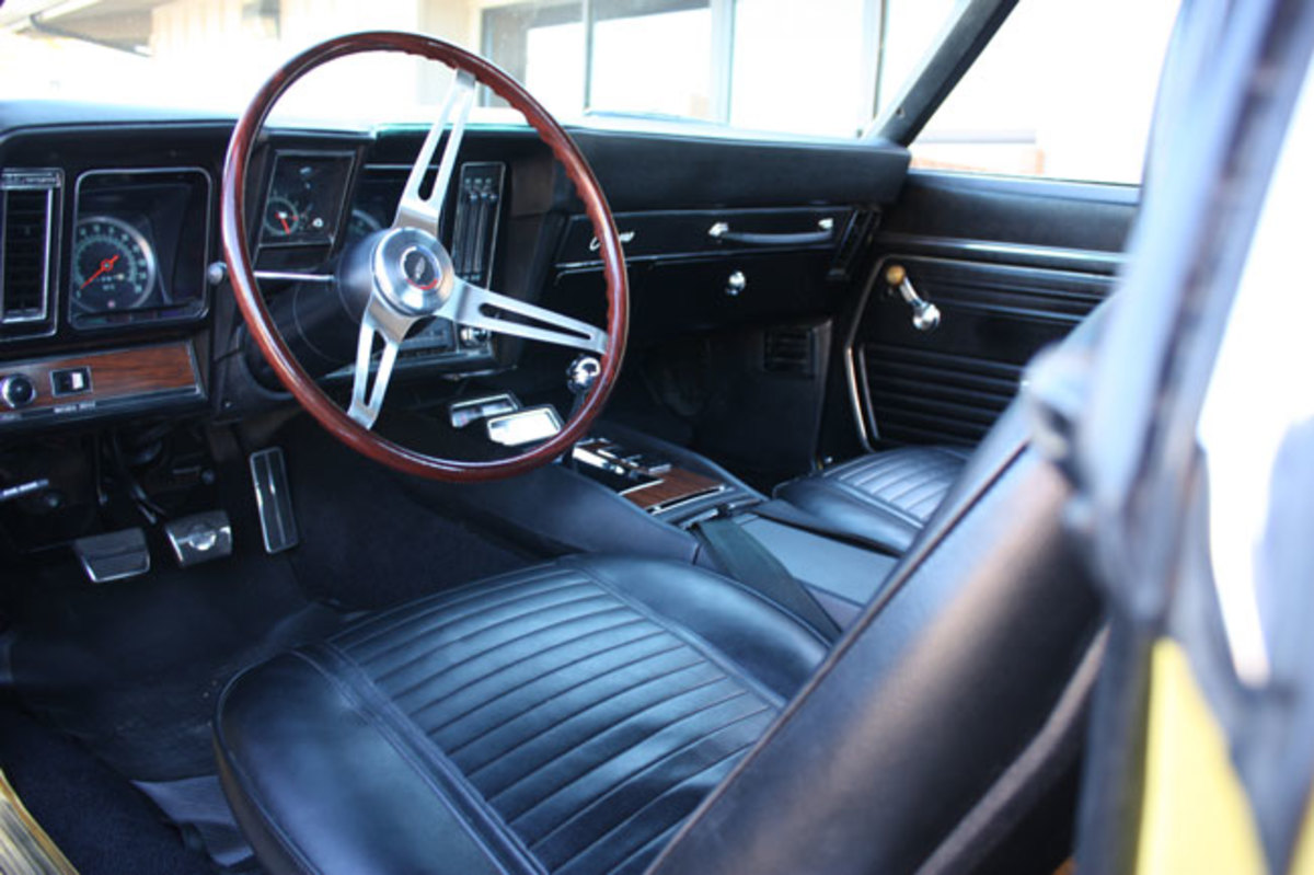 1965-Z28-interior2