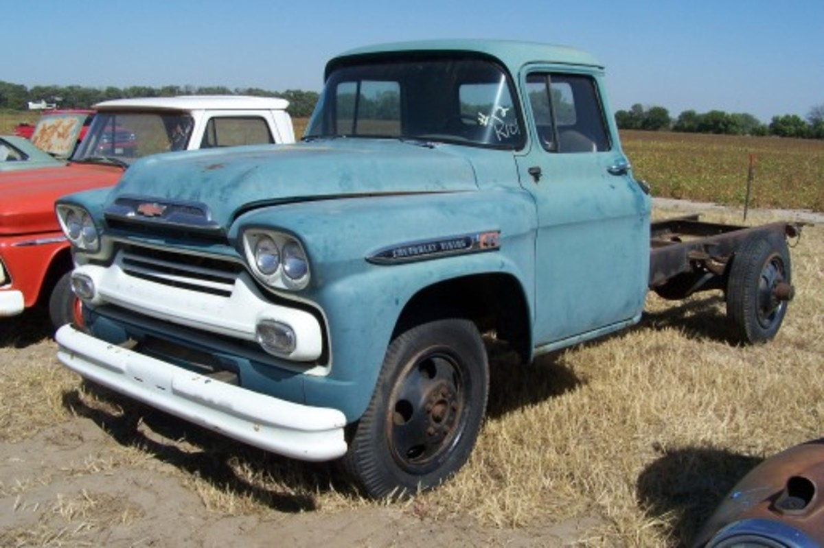 A shocker at the VanDerBrink Auctions sale of the Lambrecht Chevrolet Collection was this 1959 Chevrolet Viking 40 truck with 7 miles on the odometer and its MSO that sold for $60,000. The truck was missing its radiator, but the outside wheels and tires for the rear axle were included in the sale.