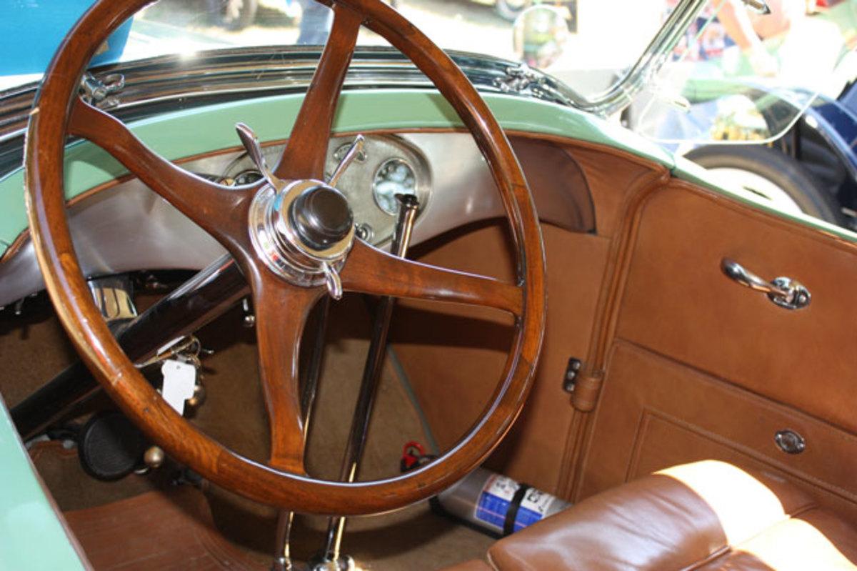 1928-Lincoln-interior