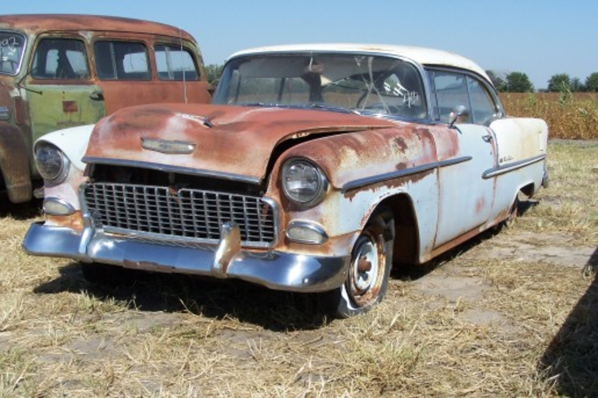Surprisingly, this 49,000-mile 1955 Chevrolet Bel Air Sport Coupe with a V-8 sold for less than a V-8 two-door sedan with 30,000 miles just down the row. This Bel Air brought $9,000, while the Two-Ten two-door sedan near it fetch — and in similar condition —brought $12,000!