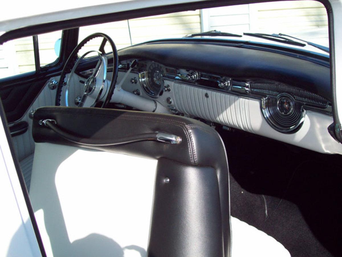 1955-Olds-88-interior2