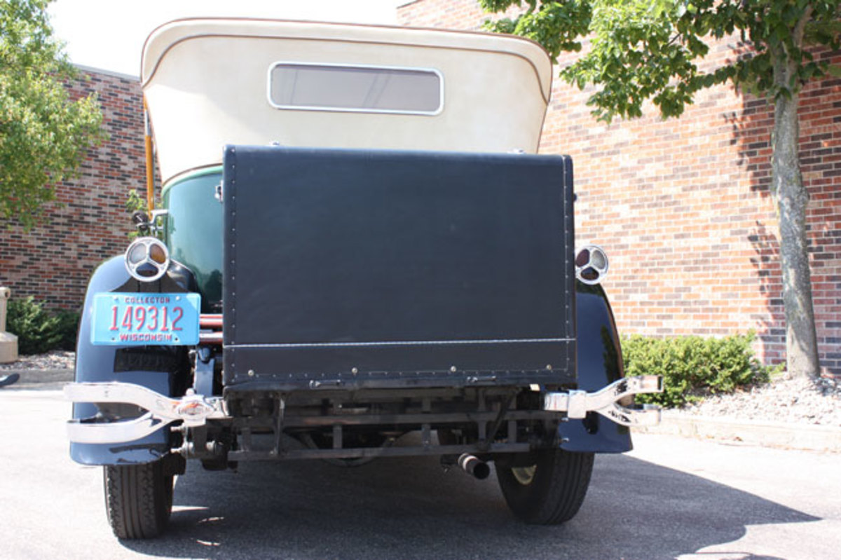 1928-Lincoln-trunk