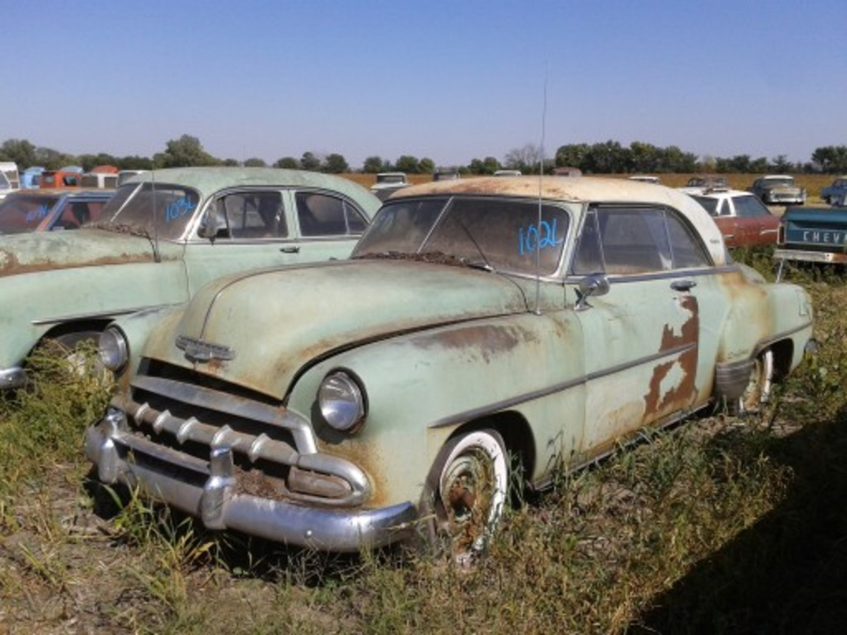 This 1952 Chevrolet Bel Air Deluxe two-door hardtop with 75,000 miles was definitely restorable and brought $7,500.