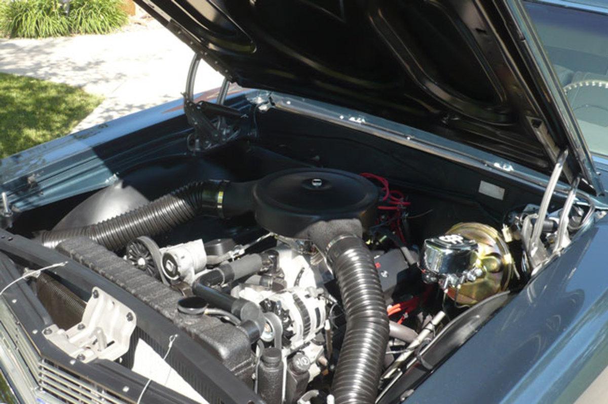 1965-Malibu-engine