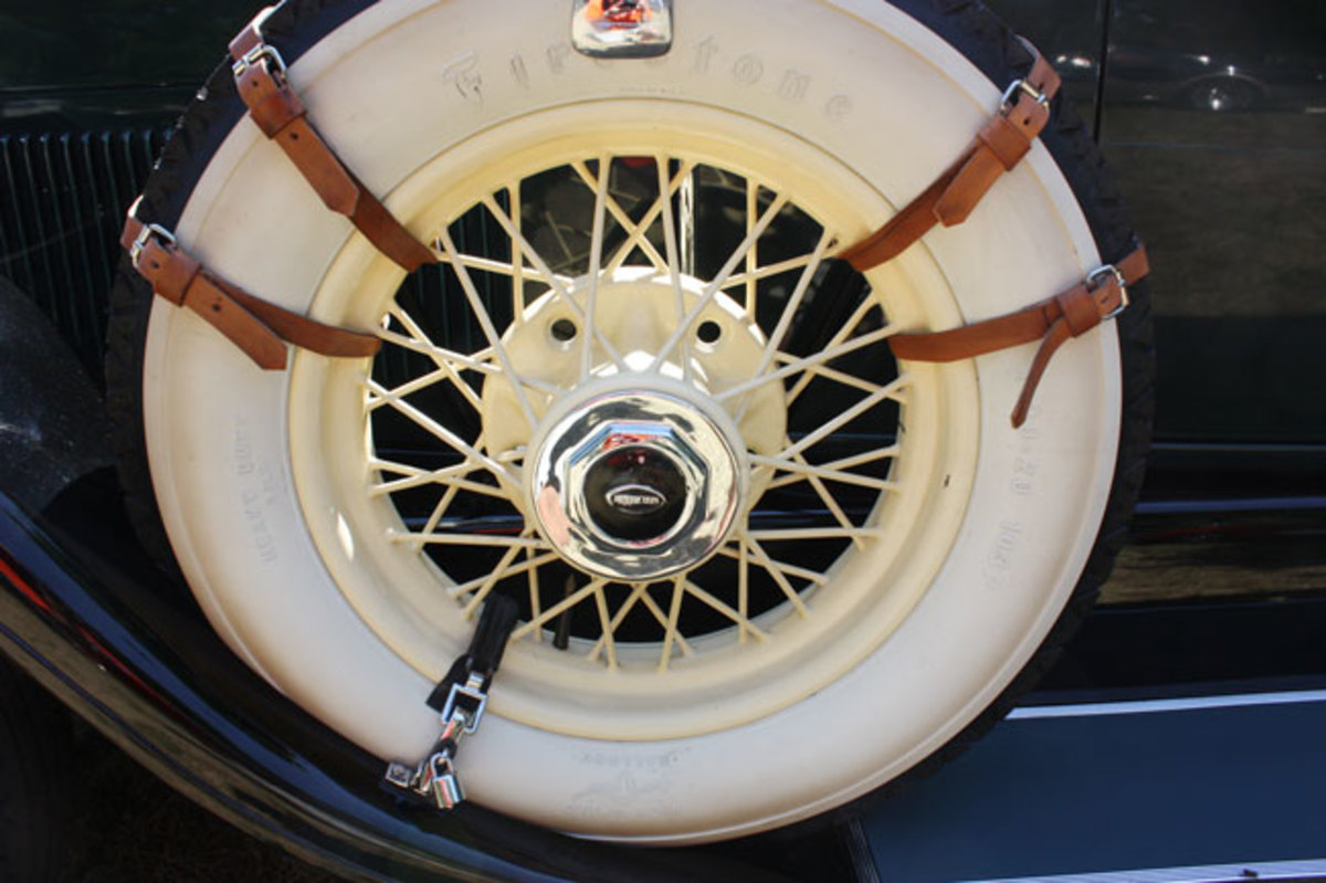 1928-Lincoln-wheel