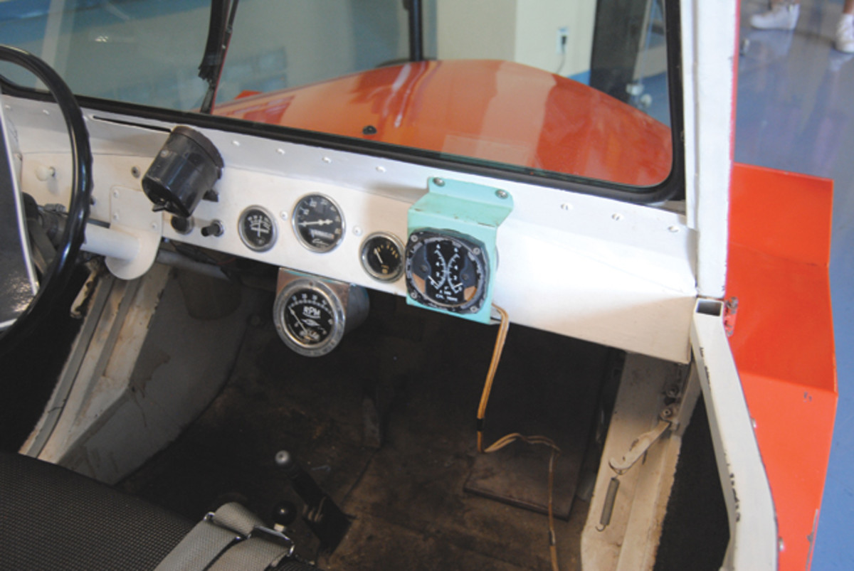 The Stearman was similiar in some ways to the more widely known King Midget. The minimalistic interior had basic gauges behind a fixed windshield.